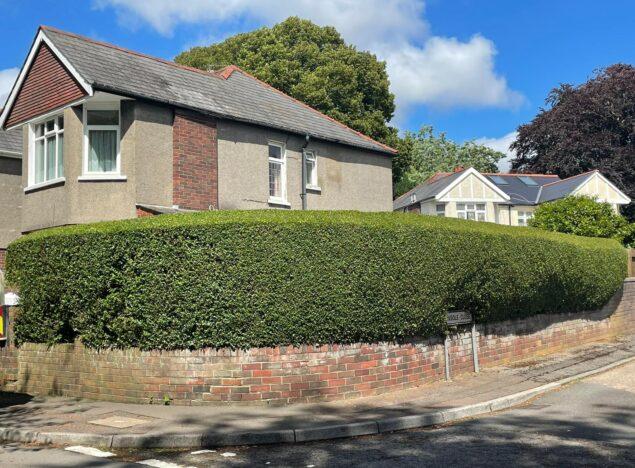 hedge maintenance Cardiff